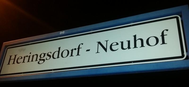 Bahnhofsschild Heringsdorf-Neuhof